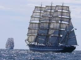 Quattro navi salpano dallo stesso porto nello stesso giorno.